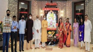 Photo of Sharad Pawar visits Thackeray's house, offers prayers to Ganesha