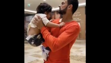 Photo of Shoaib Malik reunites with family after seven months, plays with son