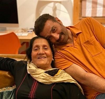 Sunny, Bobby Deol's Instagram wishes for mom Prakash Kaur on her b'day
