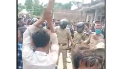 Photo of UP: Man lynched in police presence after he kills teacher, SHO suspended