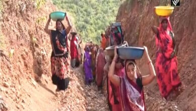 Photo of MP: 250 women cut a hill to make way for water into the pond