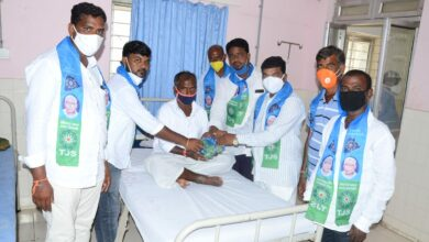 Photo of TJS honours their chief by distributing fruits in Bhongir govt hospital