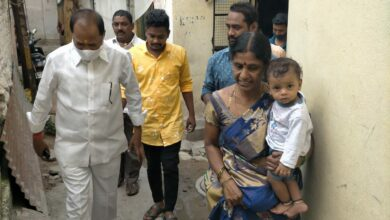 Photo of TRS leader M Anand Goud visits Kandeswamy Lane