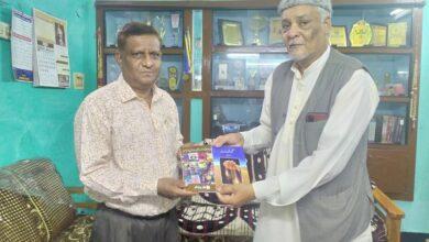 Photo of Urdu writer Mujeeb Ahmed receives TS Urdu Academy Award