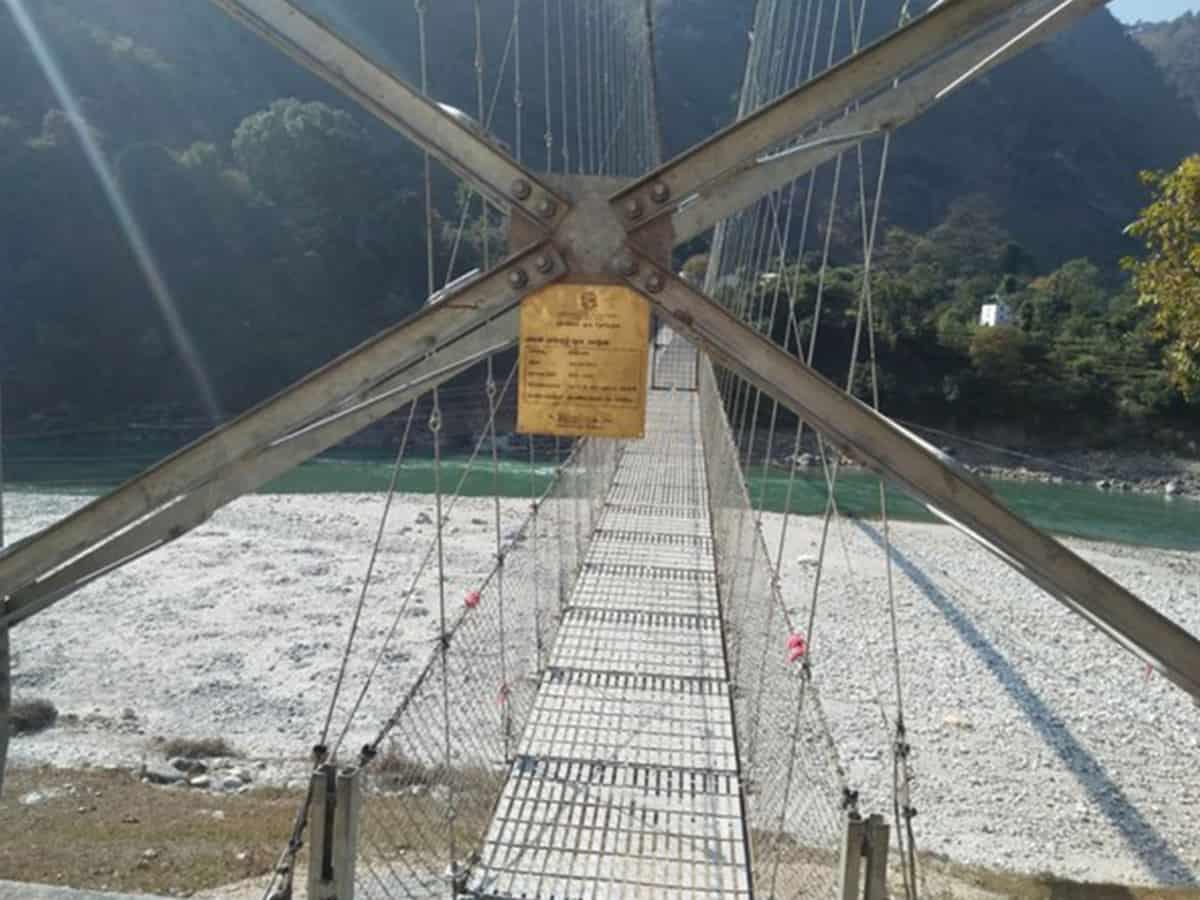 Uttarakhand: Pithoragarh suspension bridge opened at midnight for ailing Nepali girl