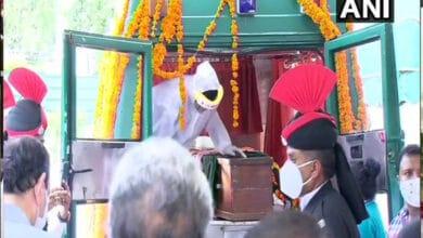 Due to COVID-19, Pranab Mukherjee's mortal remains were carried in van instead of gun carriage