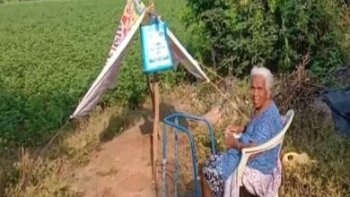 Photo of 84 yr old mother deserted by sons after she tests corona positive