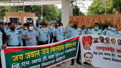 Photo of 170 security guards protest after being removed by VNIT, Nagpur