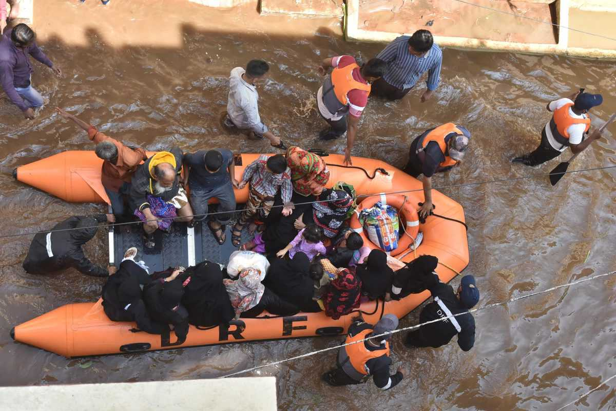 Hyderabad floods—NGOs, individuals rise to clean up city, help the affected - The Siasat Daily