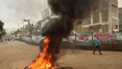 Photo of BJP workers break barricades, police use water cannons in WB