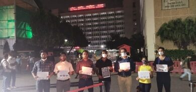 Photo of AIIMS docs hit streets as mark of solidarity with Hathras case victim