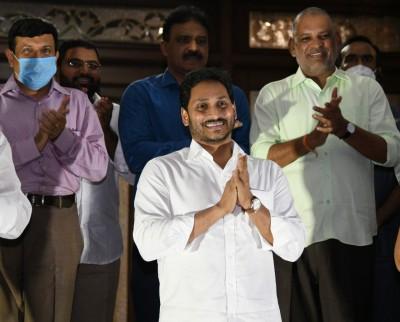 Andhra CM claps for village volunteers (Ld)
