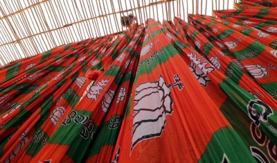 BJP protest march to Nabanna turns violent in Bengal, many hurt