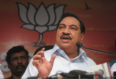 Blaming Fadnavis, senior Maha BJP leader Khadse quits to join NCP (2nd Ld)