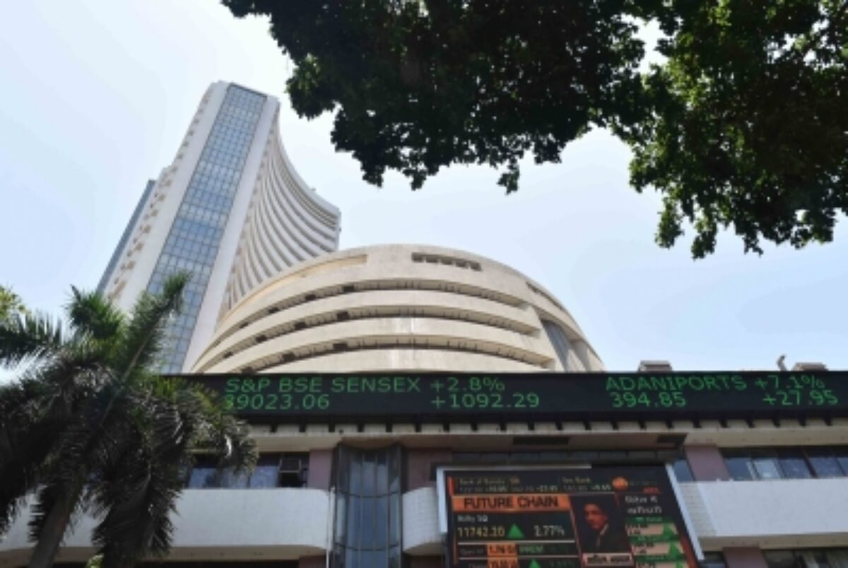siasat.com - News Desk 1 - Buying support lifts equity market; FMCG, pharma stocks gain (Roundup)