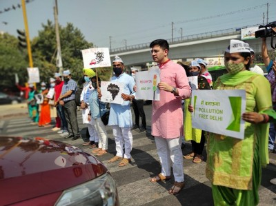 Chadha asks commuters to turn off car engines at red light