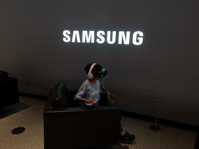 Chips, smartphones help Samsung deliver strong Q3 results