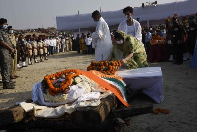Chirag Paswan collapses after lighting father's funeral pyre