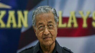 Photo of Twitter deletes Mahathir's tweet over glorification of violence