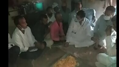 Photo of Congress leaders meet family members of priest who was burnt alive in Karauli