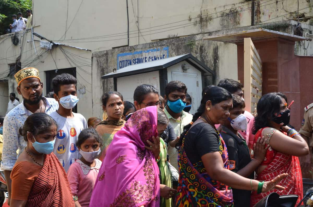 Flood victims protests at GHMC offices as govt stops relief