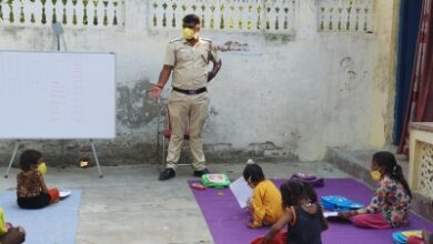 Photo of Delhi Police constable imparting education to slum kids