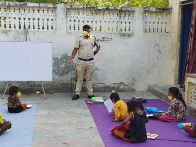 Delhi Police constable imparting education to slum kids