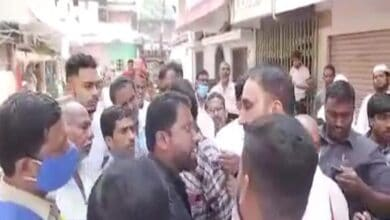 Photo of Congress leader Feroz Khan stopped by AIMIM workers at Afzal Sagar