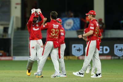Gayle becomes first to hit 1,000 sixes in T20 cricket