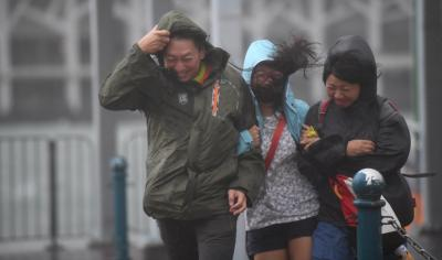 HK issues storm signal as typhoon approaches