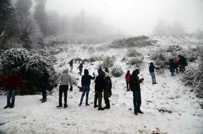 Himachal's Keylong sees season's first snowfall