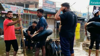 Photo of Hyderabad floods: Locals battle floodwaters to recover bodies