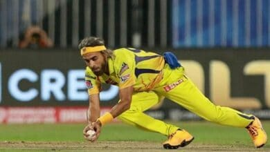 Photo of IPL: Imran Tahir shares tricks with Parag regarding leg-spin bowling