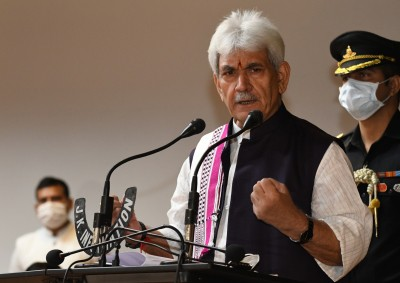 J&K Lt Guv asks officers to provide best services to people