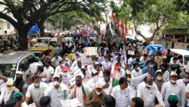 Photo of K'taka BJP supporters raise pro-Modi slogans at Cong rally