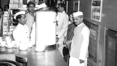 "Photo of There seems to be no followers of Lal Bahadur Shastri who said, ""Jai Jawan, Jai Kisan"""