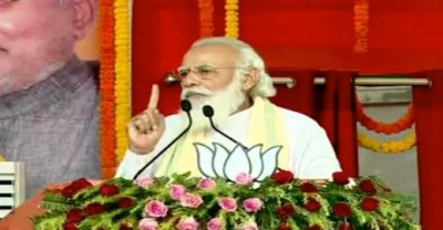 Modi compares 15-yr 'lawless rule' with NDA's development era (Ld)