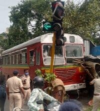Photo of Mumbai BEST driver suffers heart attack at wheels, no casualties
