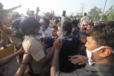 Now, Maha BJP leader slams UP police for manhandling Priyanka