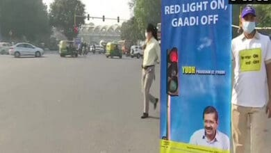 Delhi govt launches 'Red light on, gaadi off' campaign to curb pollution