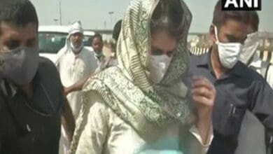 Photo of Priyanka starts foot march to Hathras after her vehicle stopped