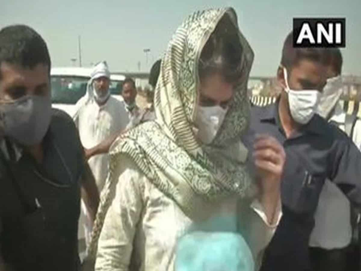 Priyanka starts foot march to Hathras after her vehicle stopped on way