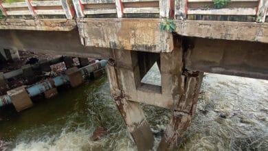 Photo of Purana Pul bridge closed for traffic after cracks on pillar