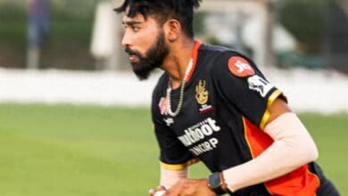Photo of Netizens roast Siraj for his expensive spell in RCB vs. KXIP