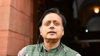 Tharoor's 'scorpion' remark: Delhi HC grants stay, issues notice