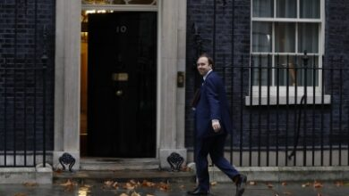 Photo of UK Health Secy accused of flouting 10 pm curfew: Report