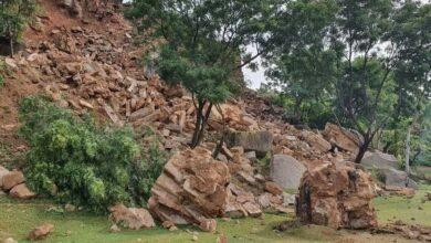 Photo of Majnu Burj in the Naya Qila area of Golconda Fort collapsed