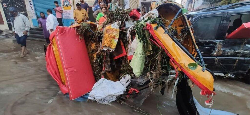 हैदराबाद की बारिश: बारिश से इलाके जलमग्न हो गए, घरों, वाहनों को तबाह कर दिया 7