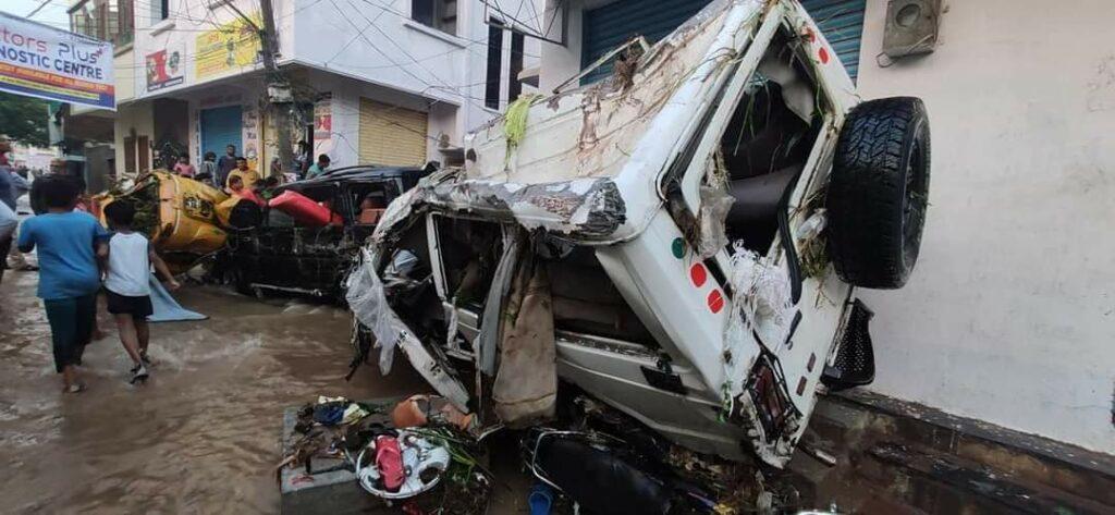 हैदराबाद की बारिश: बारिश से इलाके जलमग्न हो गए, घरों, वाहनों को तबाह कर दिया 4