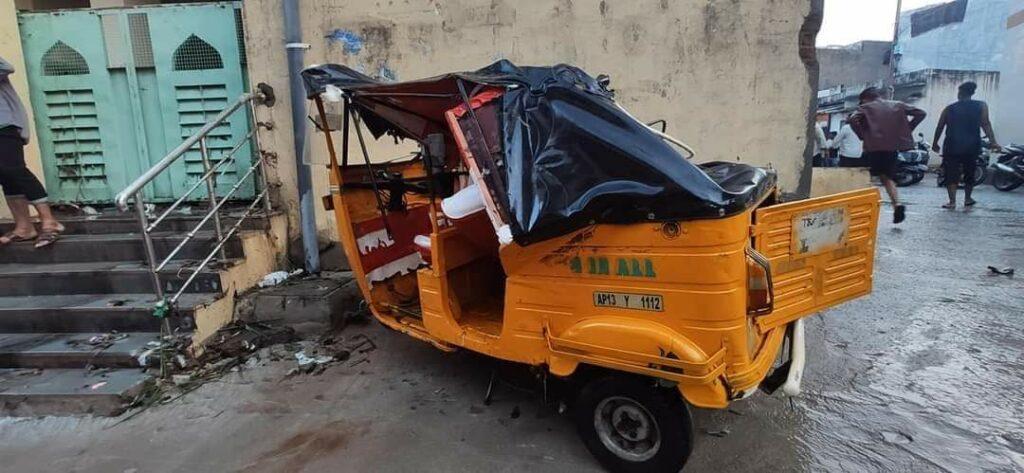 हैदराबाद की बारिश: बारिश से इलाके जलमग्न हो गए, घरों, वाहनों को तबाह कर दिया 3